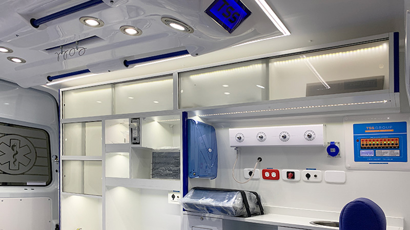equipamiento-interior-Laboratorio Movil-TSS Group